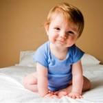 Вчимо дитину сидіти: коли, як і чи треба?