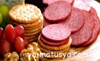 Ревізія в холодильнику: чи можна вагітним сир, ковбасу і балик