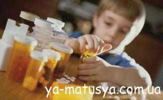 Надання допомоги при отруєнні дитини ліками - будьте обережні!